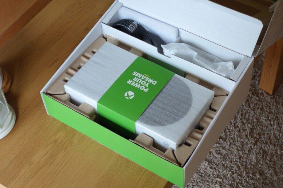 Xbox-Series-S-14-scaled-e1603884229764-920x612.jpg