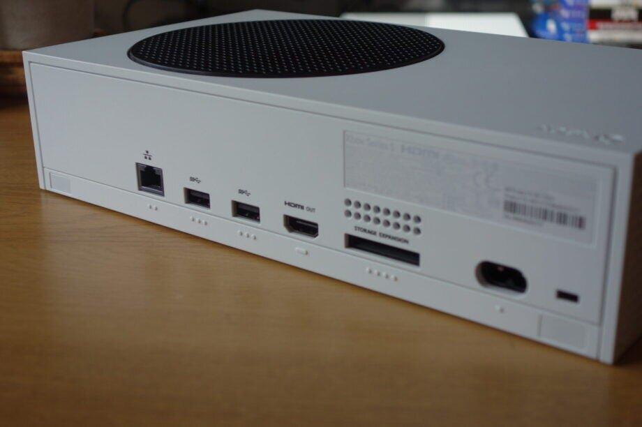 Xbox-Series-S-22-scaled-e1603884601895-920x612.jpg
